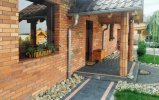 dom- elewacja stara cegła